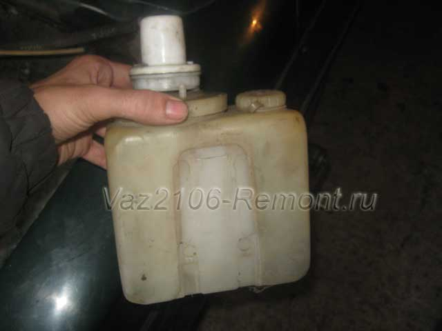 замена бачка омывателя на ВАЗ 2106