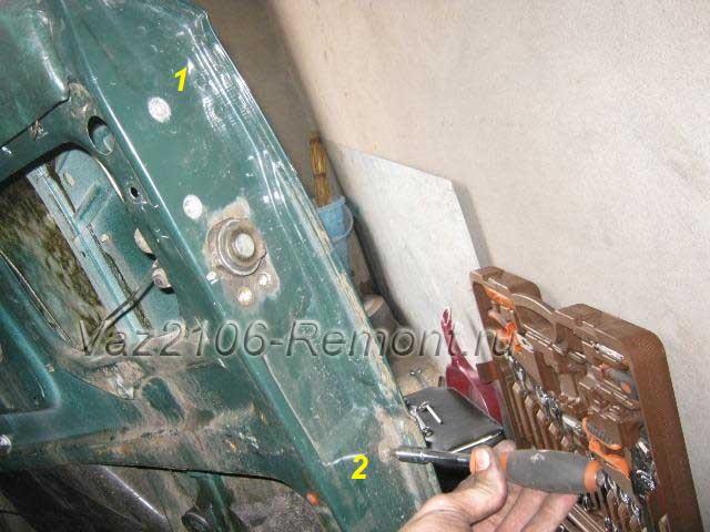 откручиваем болты крепления салазок стекла на ВАЗ 2106