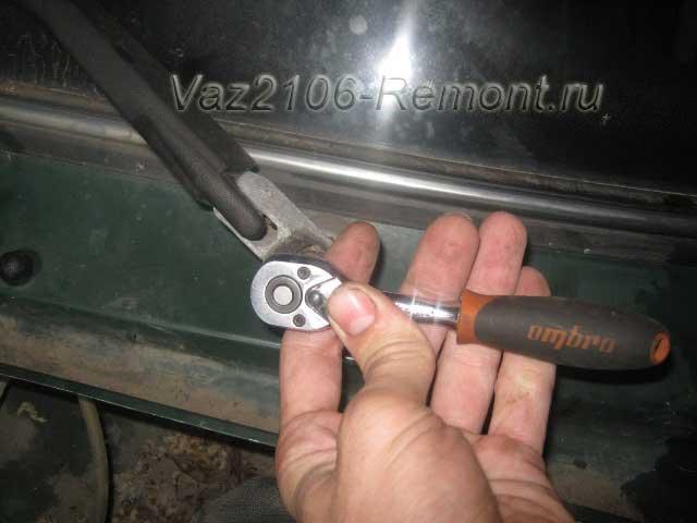 как открутить дворники на ВАЗ 2106