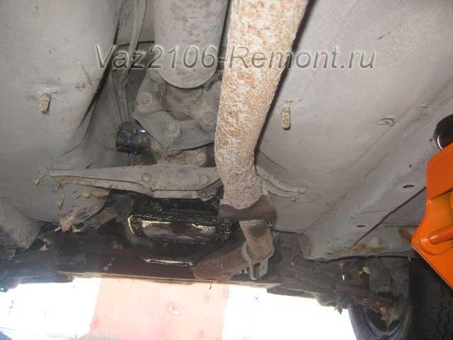 крепление резонатора к штанам на ВАЗ 2106