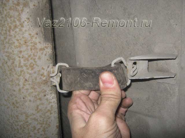 снятие глушителя с хомутов на ВАЗ 2106