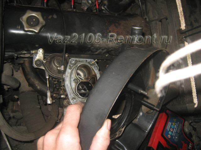 крепление воздушного фильтра к карбюратору на ВАЗ 2106