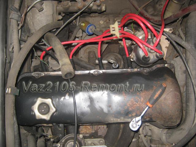 снятие клапанной крышки на ВАЗ 2106