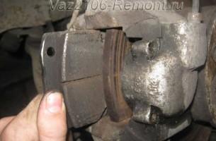 замена передних тормозных колодок на ВАЗ 2106