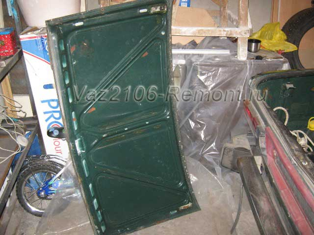 как снять крышку багажника на ВАЗ 2106
