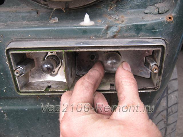 замена лампочек поворотов и габаритов на ВАЗ 2106