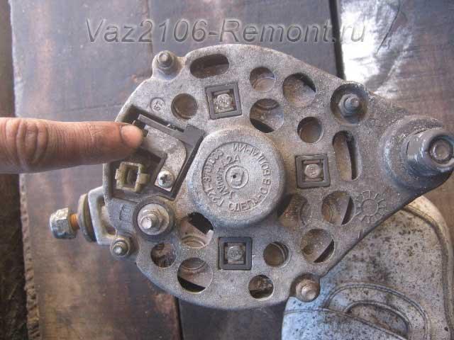 где находятся щетки на генераторе ВАЗ 2106