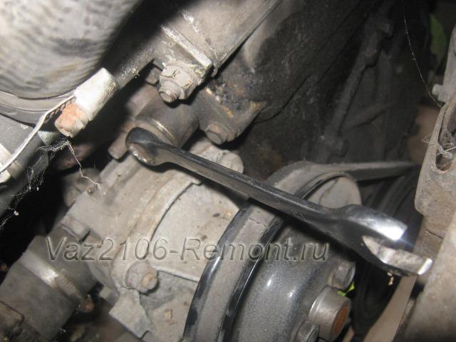 ослабление натяжителя цепи на ВАЗ 2106