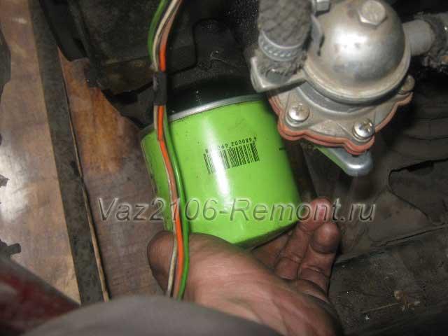 замена масляного фильтра на новый в ВАЗ 2106
