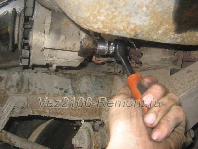 нижнее крепление генератора на ВАЗ 2106