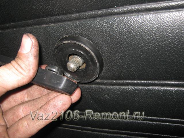 снятие рукоятки стеклоподъемника на ВАЗ 2106