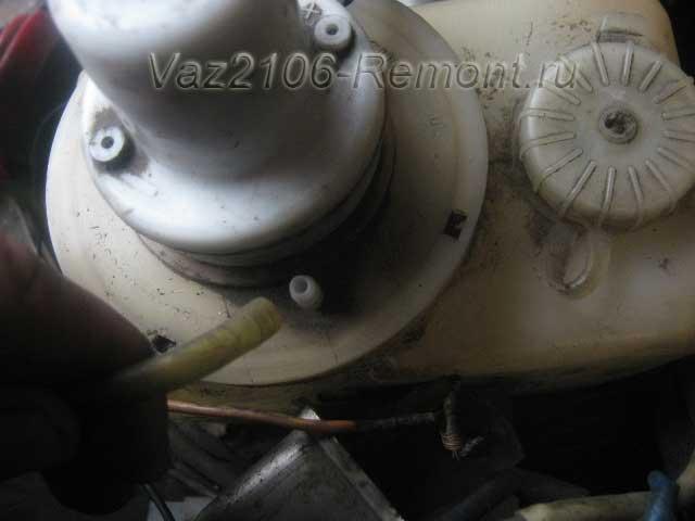 снять шланг омывателя на ВАЗ 2106