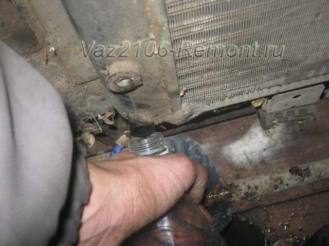замена охлаждающей жидкости на ВАЗ 2106
