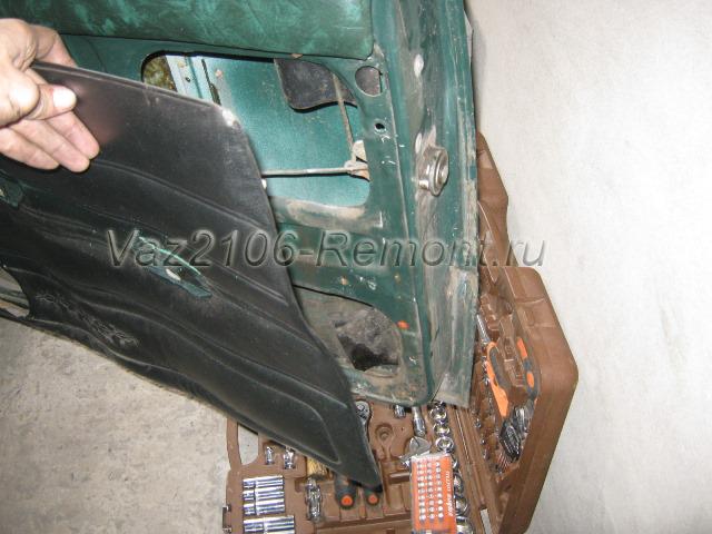 снятие обшивки передней двери на ВАЗ 2106