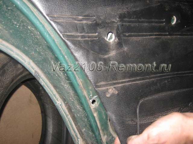 поддеть обшивку задней двери на ВАЗ 2106