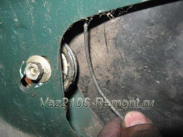 снятие троса с ролика на механизме опускания стекол ВАЗ 2106