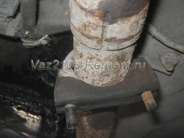 соединение резонатора и штанов на ВАЗ 2106