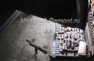 снятие и установка переднего стекла двери на ВАЗ 2106