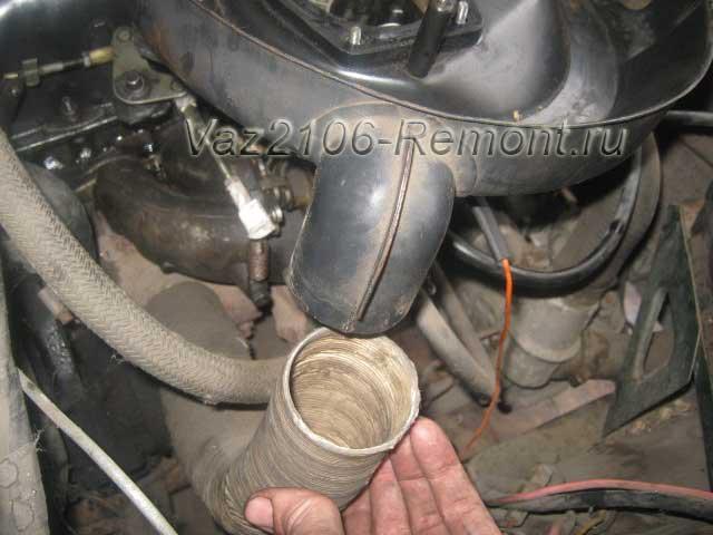 снятие шланга воздухозаборника на ВАЗ 2106