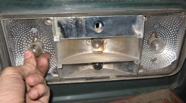 замена лампочек в задних фонарях на ВАЗ 2106