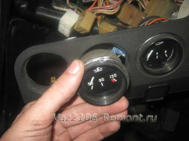 замена датчика указателя температуры двигателя на ВАЗ 2106