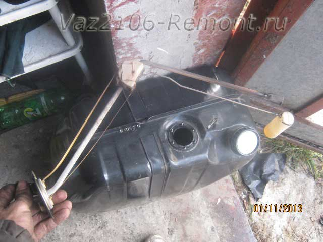 замена датчика уровня топлива на ВАЗ 2106