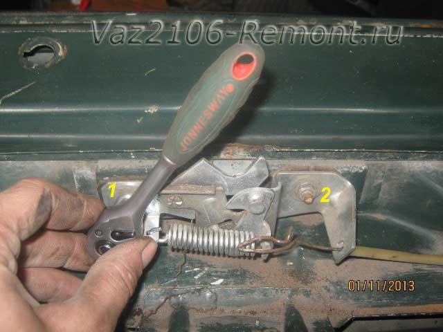 снятие замка капота на ВАЗ 2106