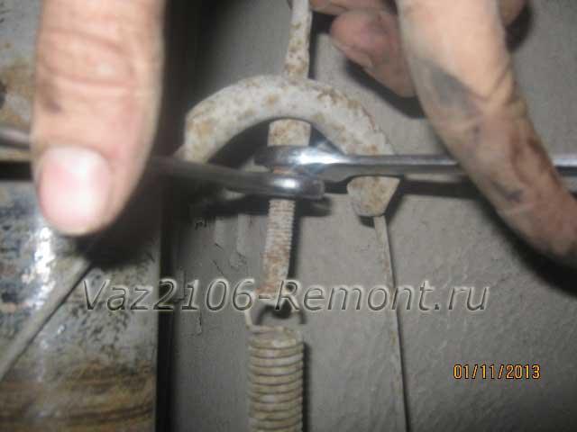 гайки регулировки ручника на ВАЗ 2106