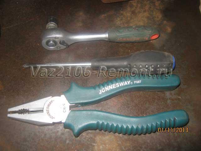 необходимый инструмент для снятия топливного бака на ВАЗ 2106