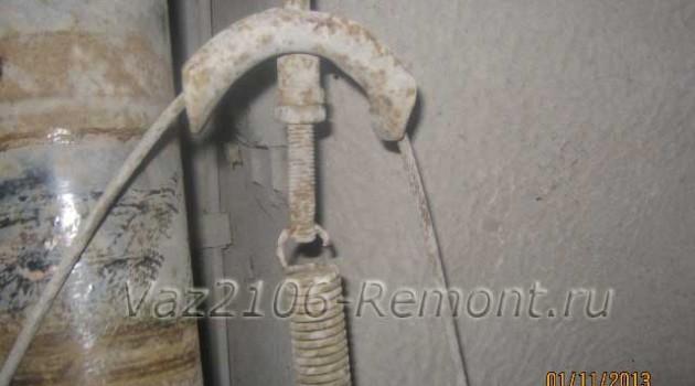 где находится механизм регулировки ручника на ВАЗ 2106