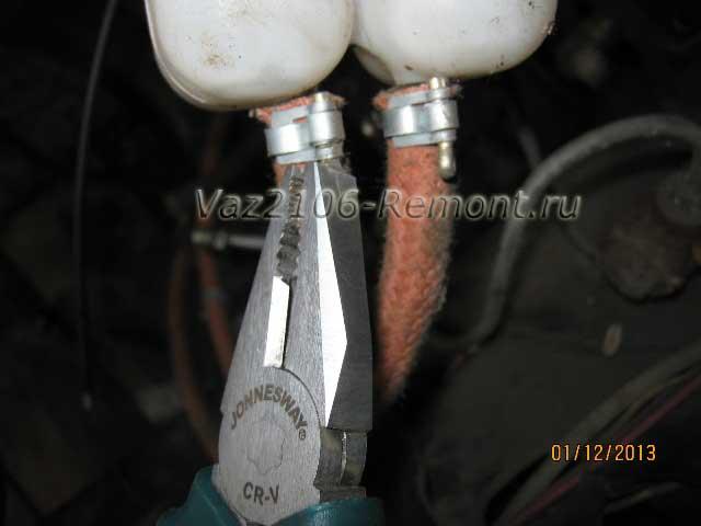 снятие тормозных шлангов с бачка ВАЗ 2106