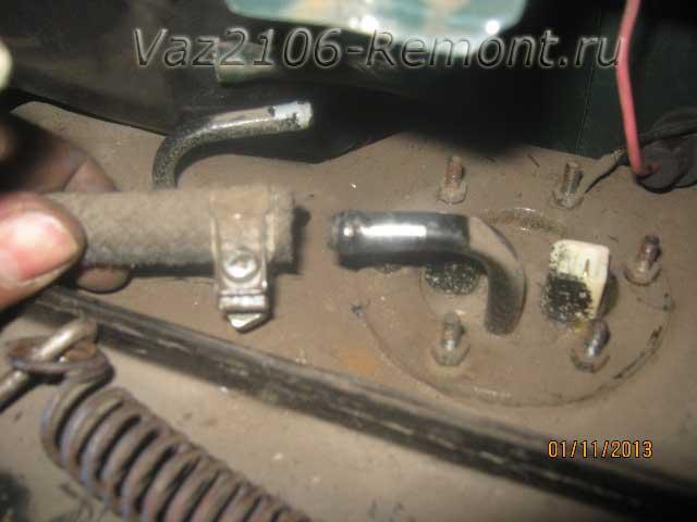как снять топливный шланг от бака на ВАЗ 2106