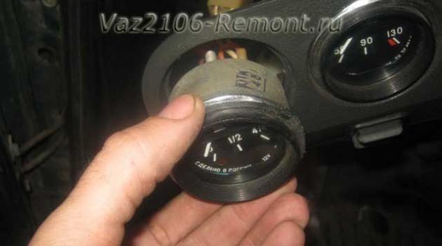 замена датчика указателя уровня топлива на ВАЗ 2106