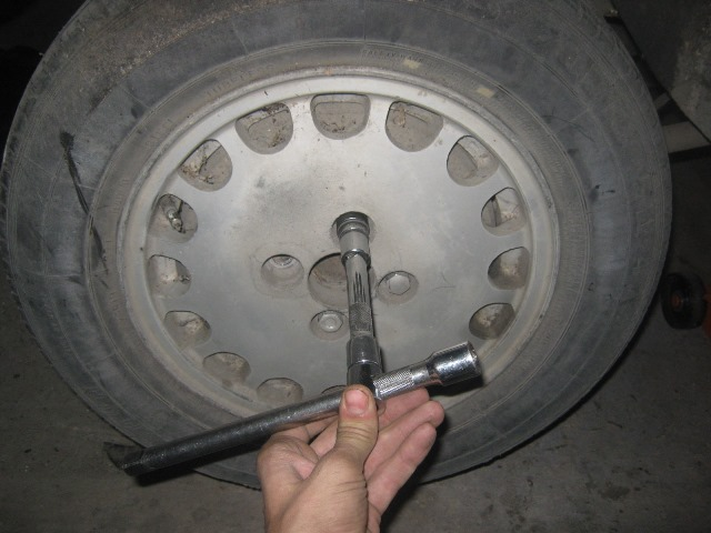 снятие заднего колеса на ВАЗ 2106