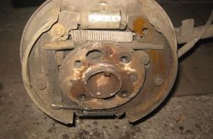 механизм задних тормозных колодок на ВАЗ 2106