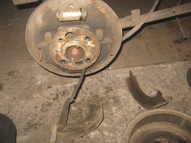 замена задних тормозных колодок на ВАЗ 2106