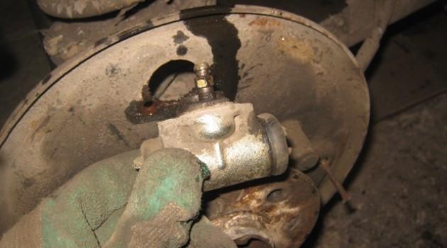 замена заднего тормозного цилиндра на ВАЗ 2106