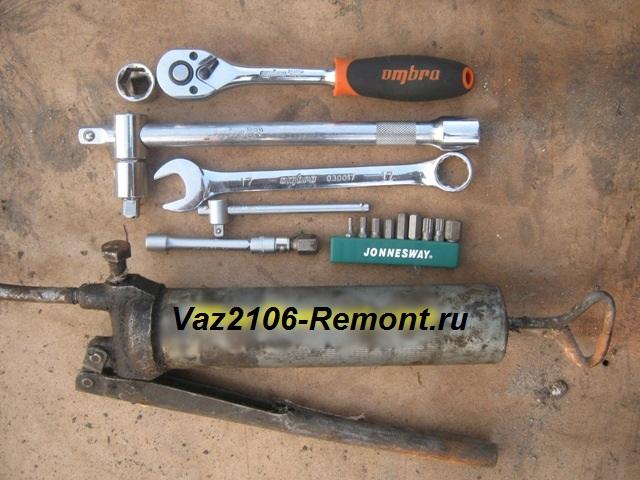 инструмент для замены масла в КПП ВАЗ 2106