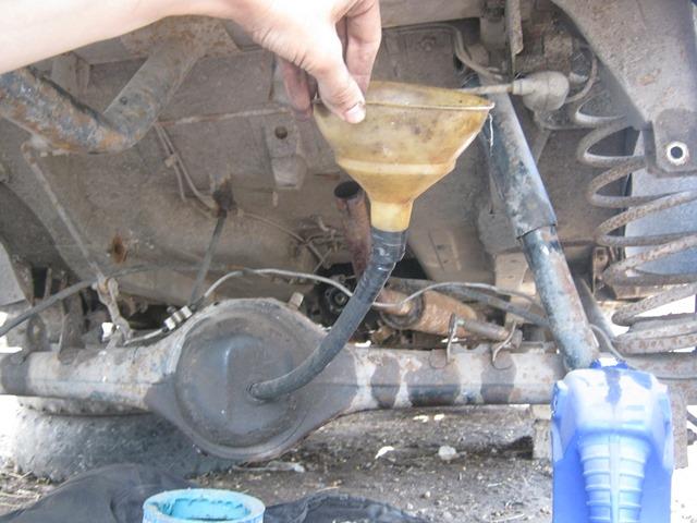 как заливать масло в задний мост ВАЗ 2106