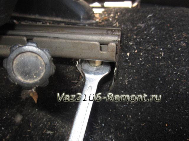 снятие передних сидений на ВАЗ 2106