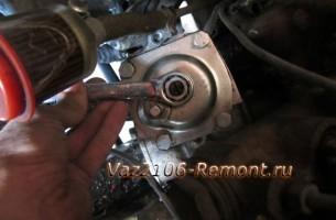 отпустить гайку рулевой колонки на ВАЗ 2106