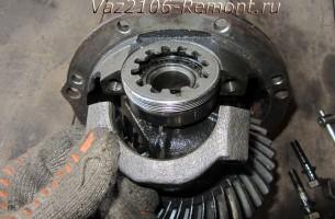 снятие крышки подшипника редуктора ВАЗ 2106