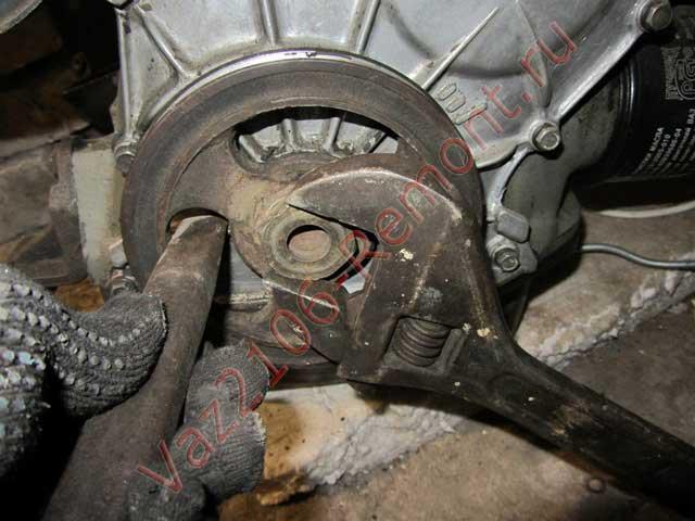 открутить шкив коленчатого вала ВАЗ 2106