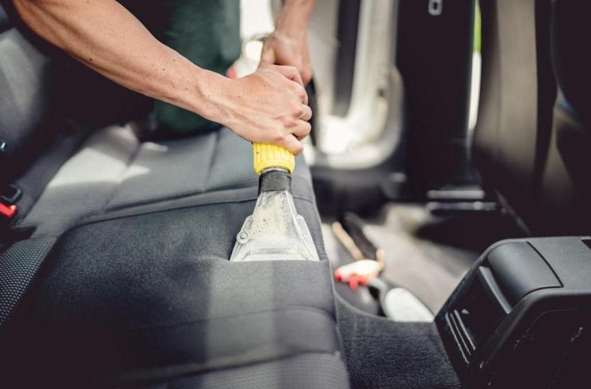 Сухая очистка салона автомобиля