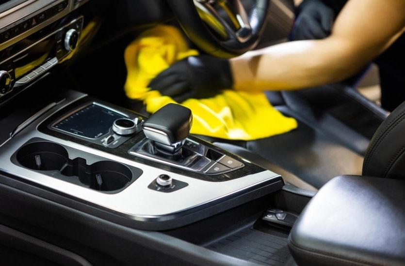 Чистка пластика в машине